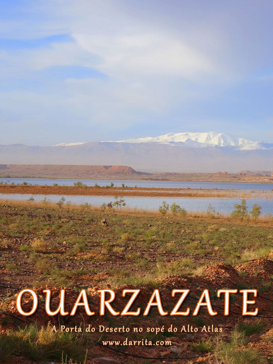 Lago Lago Al-Mansour Ad-Dahbi com as Montanhas do Atlas ao longe