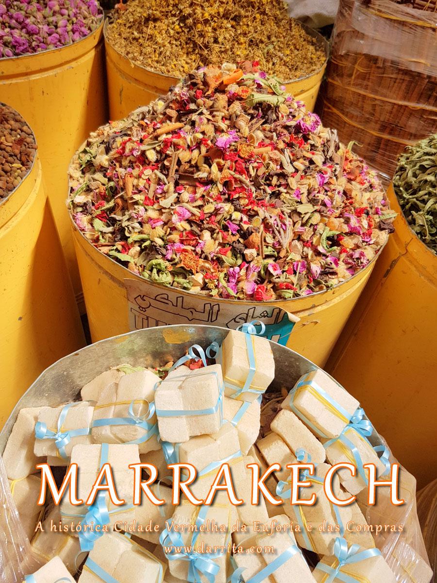 Especiarias à venda nas ruas de Marrakech em Marrocos