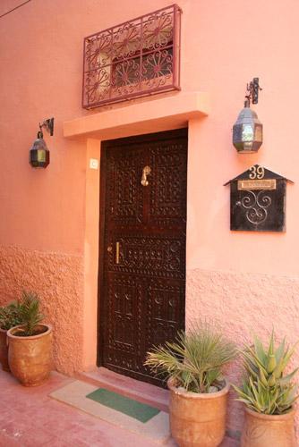 Porta do Riad Dar Rita no bairro de Tassoumaat, Ouarzazate